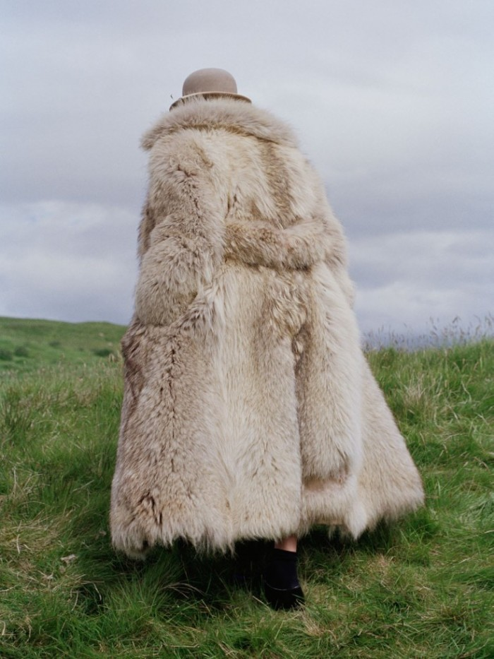 Made-In-Britain-by-Tim-Walker-UK-Vogue-December-2013-26-735x980