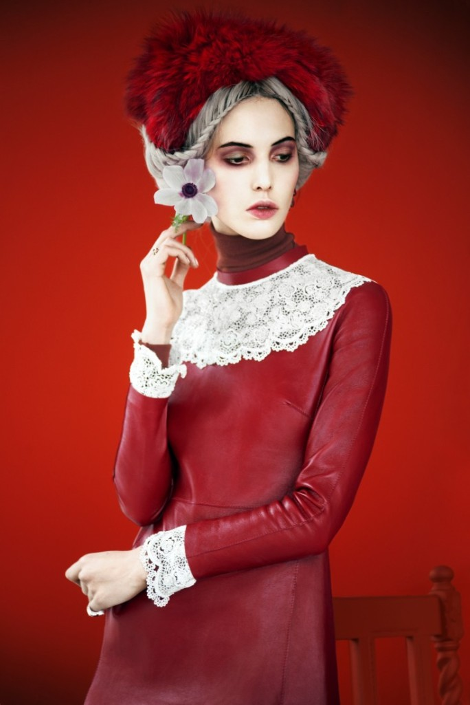 Ruby-Aldridge-by-Erik-Madigan-Heck-Fade-To-Red-Harpers-Bazaar-Russia-November-2013-5-735x1102