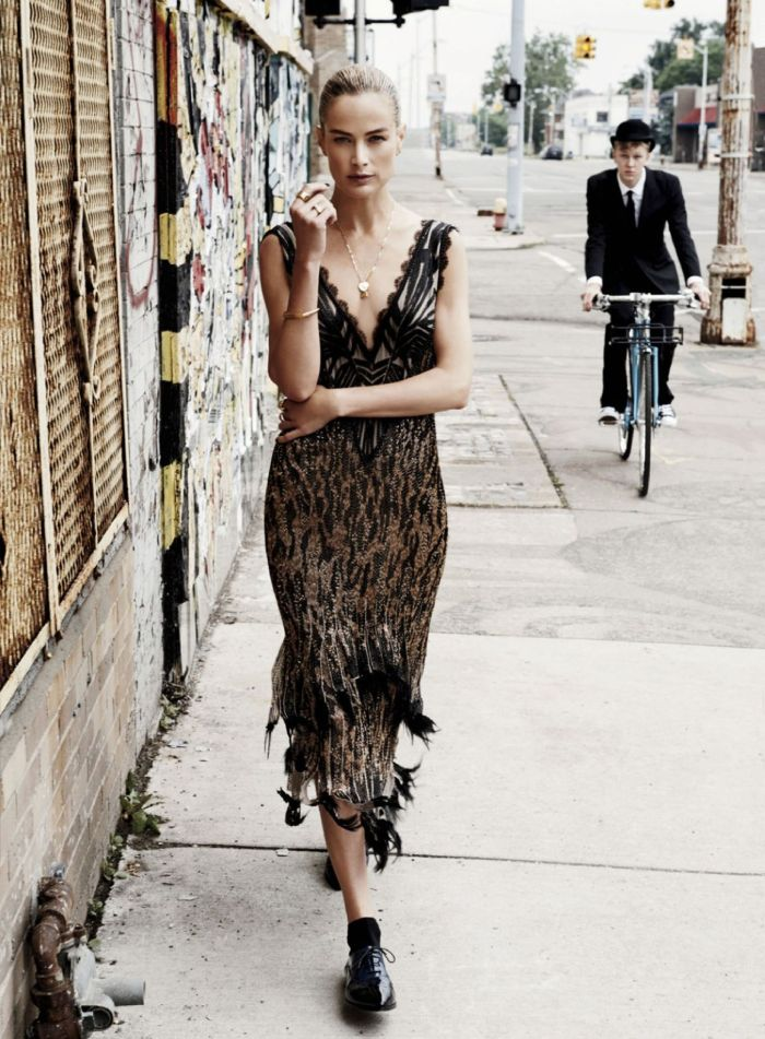 carolyn-murphy-by-max-vadukul-for-elle-us-september-2014-10