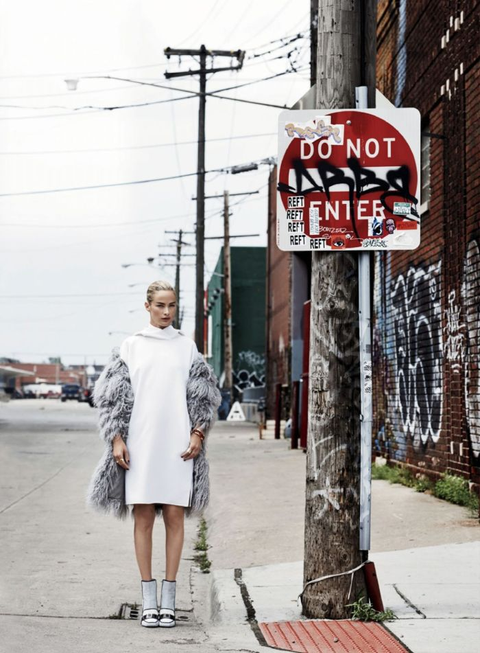 carolyn-murphy-by-max-vadukul-for-elle-us-september-2014-7